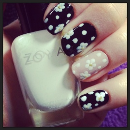 Manicure Monday Neutral Daisies