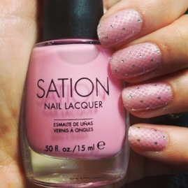 Manicure Monday: Nail Lingerie via The Collaboreight