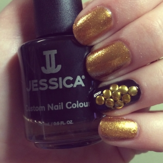 Manicure Monday: Gilded Gold via The Collabor-eight